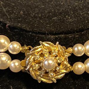 Pearl Necklace with Gold Colorb Pendant with Pearl